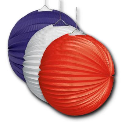 3 Lampions in rot, blau und weiß für die mehrfarbige Partydekoration bzw. Länderdekoration in den Farben der Nationalfarben.