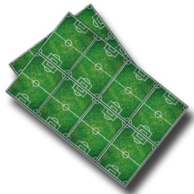 Kunststoff Tischtuch mit Fußballfeld Motiven in grün.
