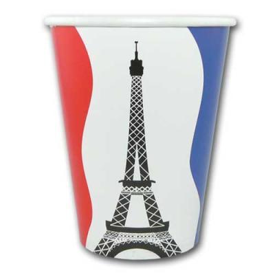 Pappbecher im blau-weiß-roten Design der Frankreich Flagge und mit Eiffelturm Motiv.