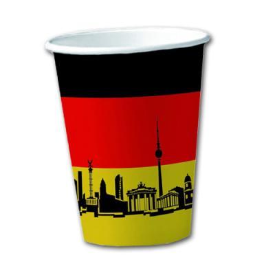 10 Pappbecher im Design der Deutschland Flagge und passenden Motiven.