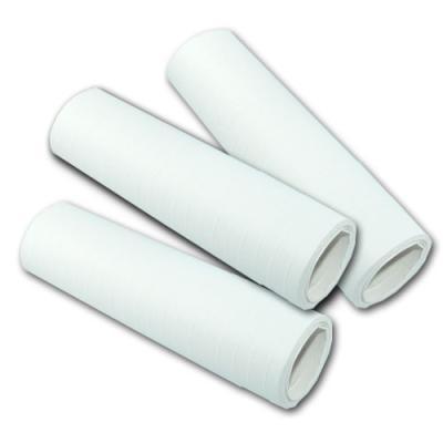 Weiße Luftschlangen aus Papier für die Partydeko zur Fête Blanche