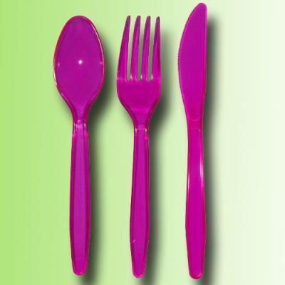 Plastik Besteckset mit je 6 pinken Messern, Gabeln und Löffel.