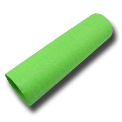 Luftschlangen hellgrün aus schwer entflammbaren Papier.