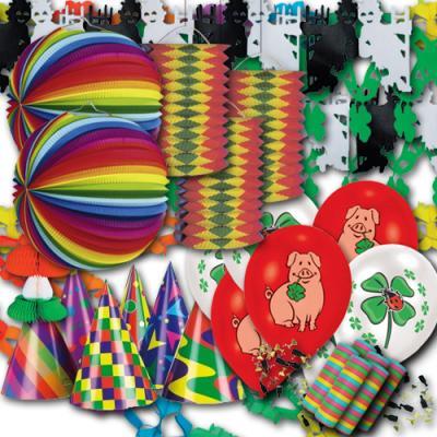 Silvester Partydekoset groß mit bunter Partydeko und originellen Silvester Glücksbringer Motiven.