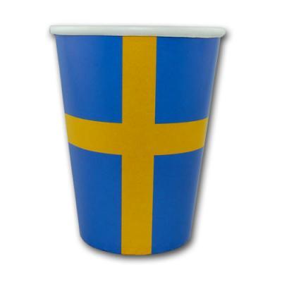 10 blau-gelbe Pappbecher Schweden im Design der schwedischen Flagge mit gelbem Kreuz auf blauem Hintergrund.