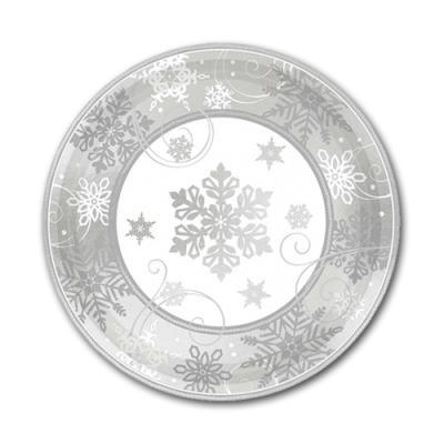 8 kleine Pappteller mit Schneeflocken Motiven in silber und weiß für eine winterliche Weihnachtsdeko.