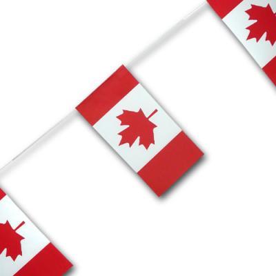 Qualitäts-Fahnenkette mit Kanada Flaggen Motiven in rot-weiß und mit Ahorn Motiv.