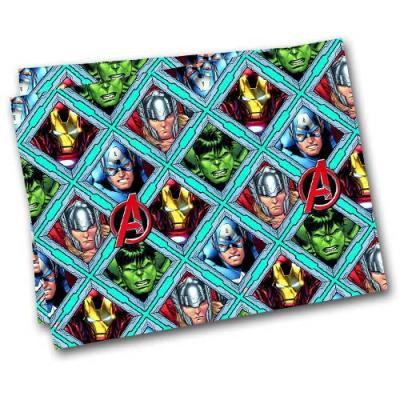 Buntes Kunststoff Tischtuch für den Kindergeburtstag Avengers mit Motiven von Hulk, Captain America, Thor und Iron Man.