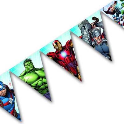 Bunte Kunststoff Wimpelkette mit Motiven von Thor, Hulk, Captain America und Iron Man für die Kindergeburtstag Mottoparty Avengers.