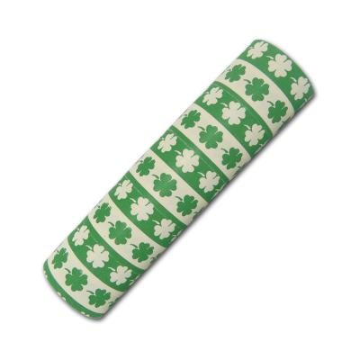 Silvesterdeko Luftschlangen mit Kleeblatt Glücksbringer Motiven grün und weiß.