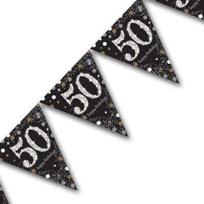 Edle Wimpelkette schwarz mit silber glänzender Zahl 50, happy birthday Aufdruck, sowie goldenen und silbernen Sternen und Punkten.