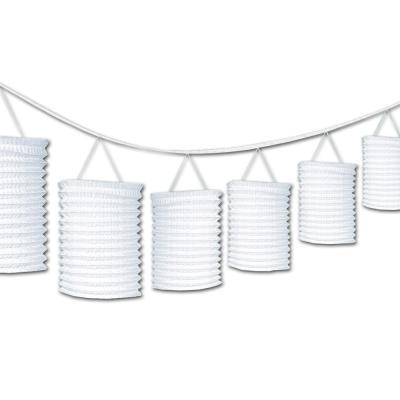 Dekorative Zuglaternen Girlande mit 3,6 m Länge und 8 weißen, zylinderförmigen Lampions.