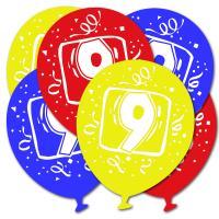 Luftballons in den Farben rot, gelb und blau und mit...