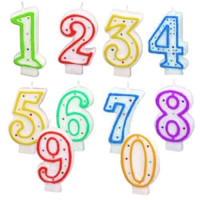 Weiße Zahlenkerzen von 0 bis 9 mit farbigem Rand und bunten Punkten zur Auswahl.