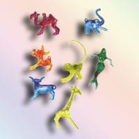 Farbige Glasmerker aus Kunststoff mit diversen Motiven.
