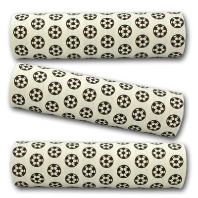 Qualitäts-Luftschlangen mit Fußball Motiv in schwarz und weiß.