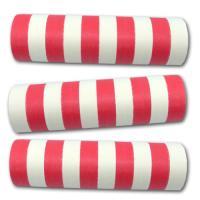 Rot-weiß gestreifte Luftschlangen für die zweifärbige...