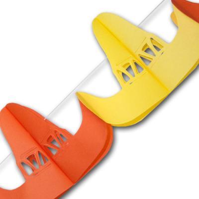 Sombrero Papiergirlande mit orangen und gelben Hutmotiven.