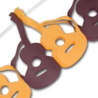 Papiergirlande mit hellbraunen und dunkelbraunen Gitarren...
