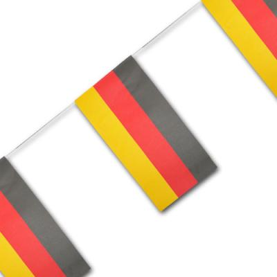 Fahnenkette mit Deutschland Flaggen in schwarz-rot-orange