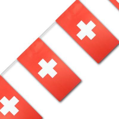 Fahnenkette mit Schweiz Flaggen aus Papier.