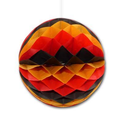 Wabenball schwarz-rot-orange als originelle Deutschland Dekoration.