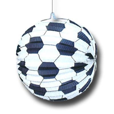 Lampion im Design eines schwarz-weißen Fußballs.