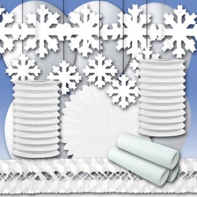 Weißes Partydekoset Winter mit weißer Partydeko und Schneeflocken Spezialdekoration.